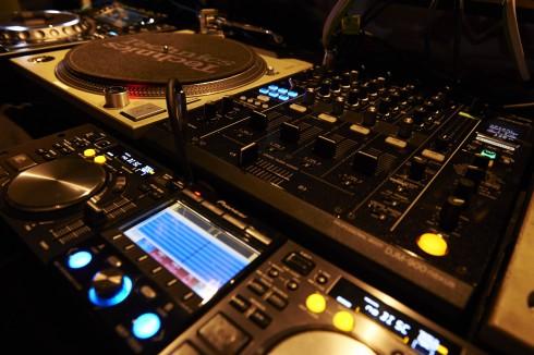 DJ機材も